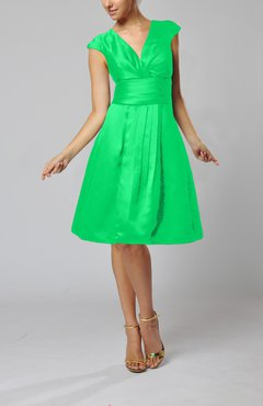 Kelly Green Elegant A-line Short Sleeve Taffeta Knee Length Pleated Bridesmaid Dresses