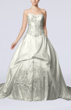 White Elegant Outdoor Princess Sweetheart Taffeta Chapel Train Bridal Gowns