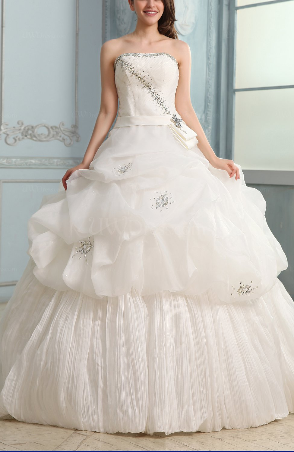 White fairytale church full skirt strapless sleeveless for Full skirt wedding dress
