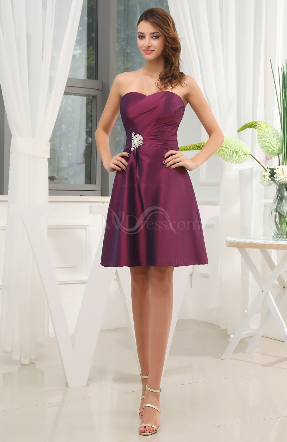 Elegant a line sweetheart taffeta short ruching wedding for Short elegant wedding dresses