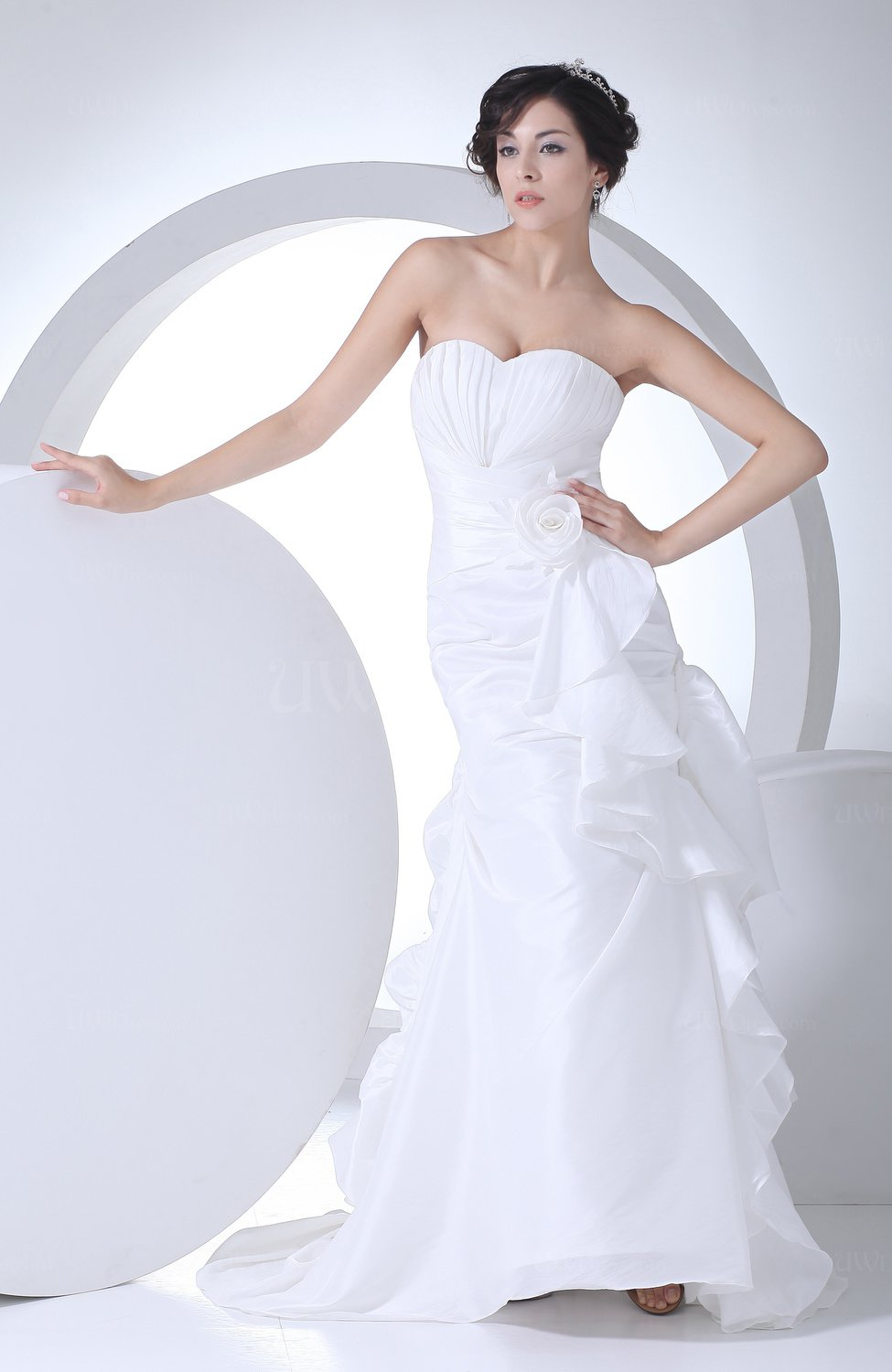 Bridal gowns with ruching : White cute outdoor sweetheart sleeveless taffeta ruching bridal gowns