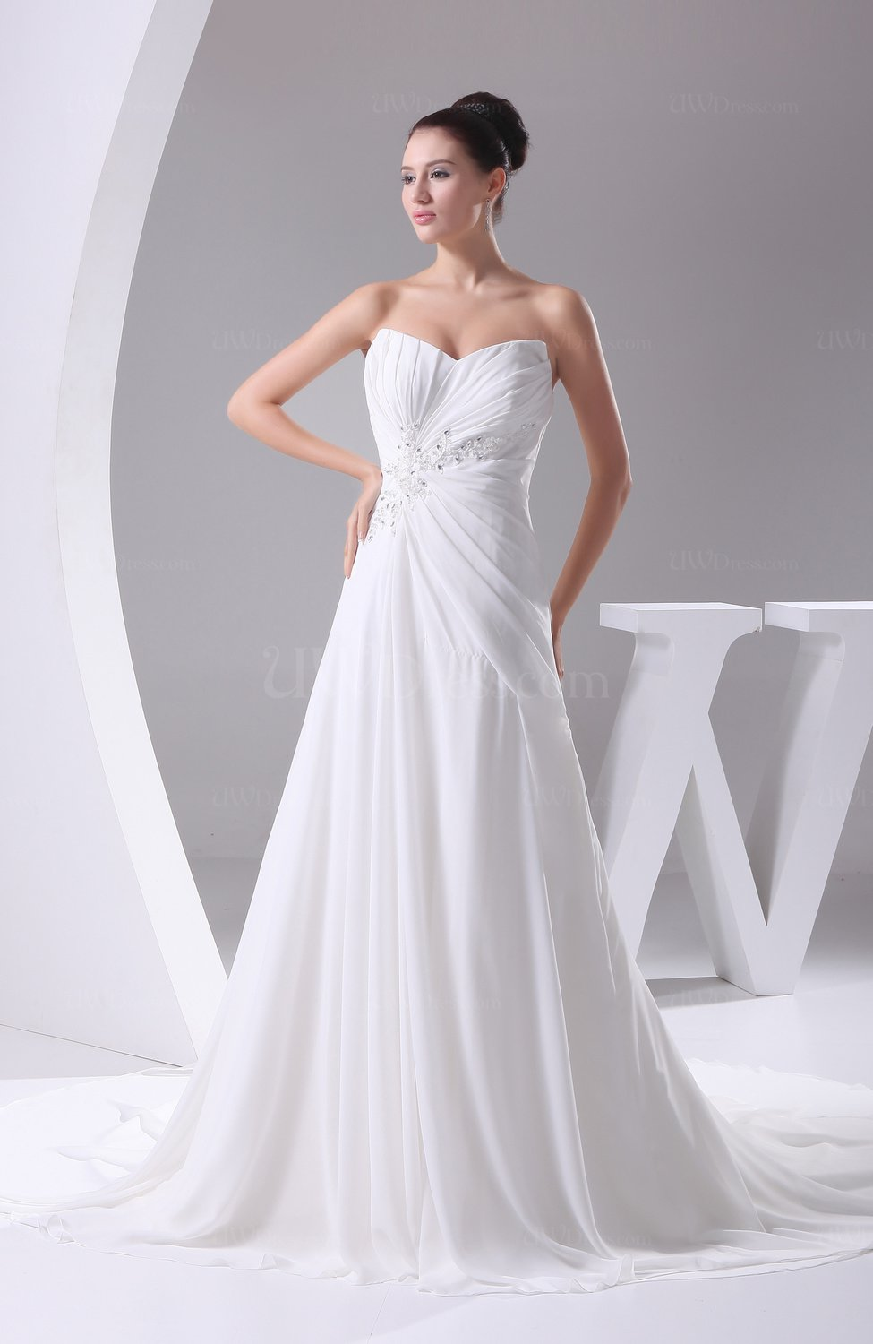 White Elegant Hall A-line Sweetheart Sleeveless Chiffon ...