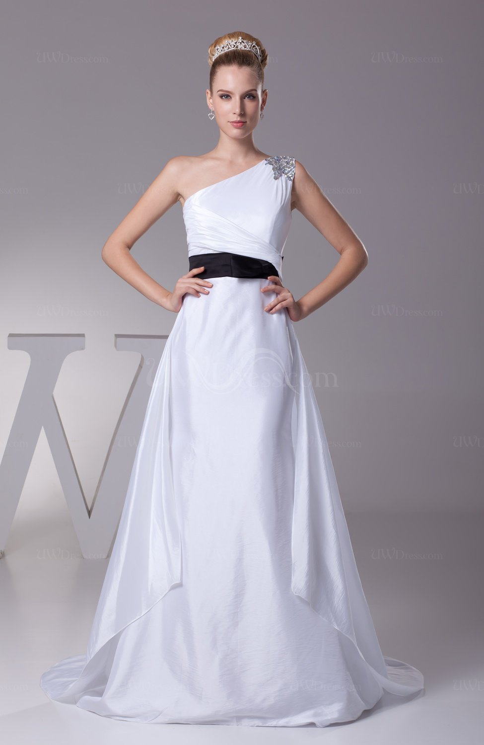 White Elegant Garden Sleeveless Taffeta Court Train