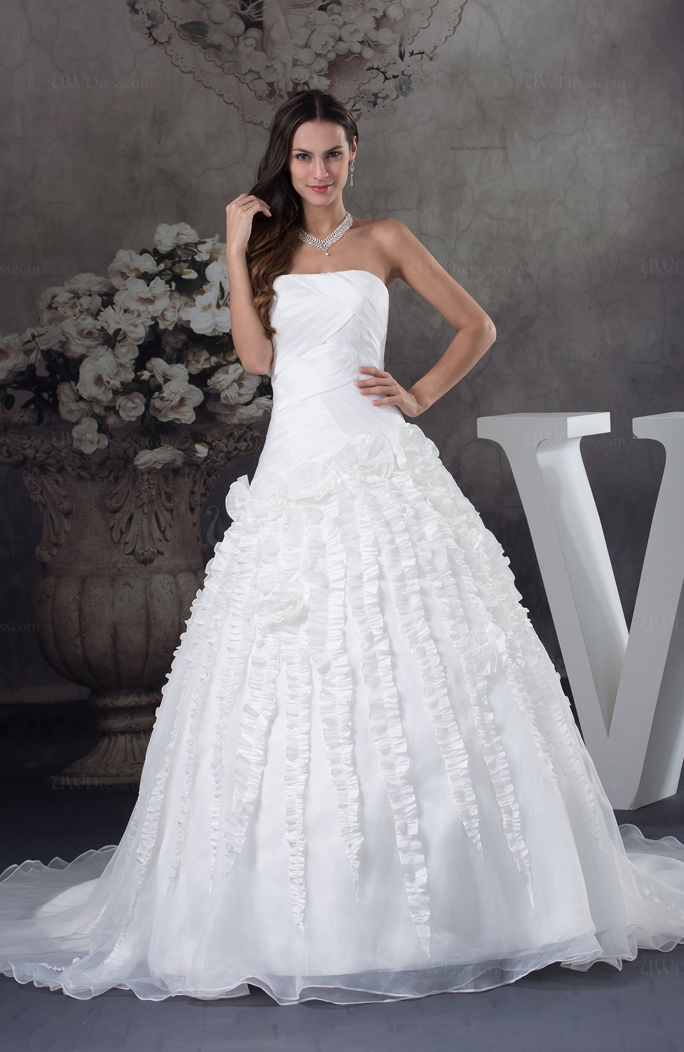 White elegant church ball gown sleeveless organza flower for Elegant ball gown wedding dresses