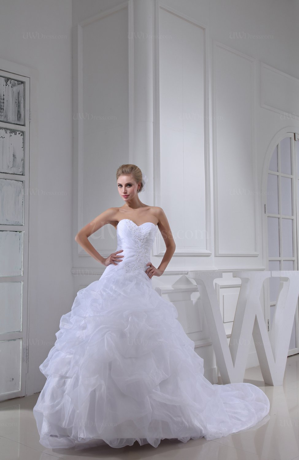 White fairytale church ball gown sleeveless organza beaded for Fairytale ball gown wedding dresses