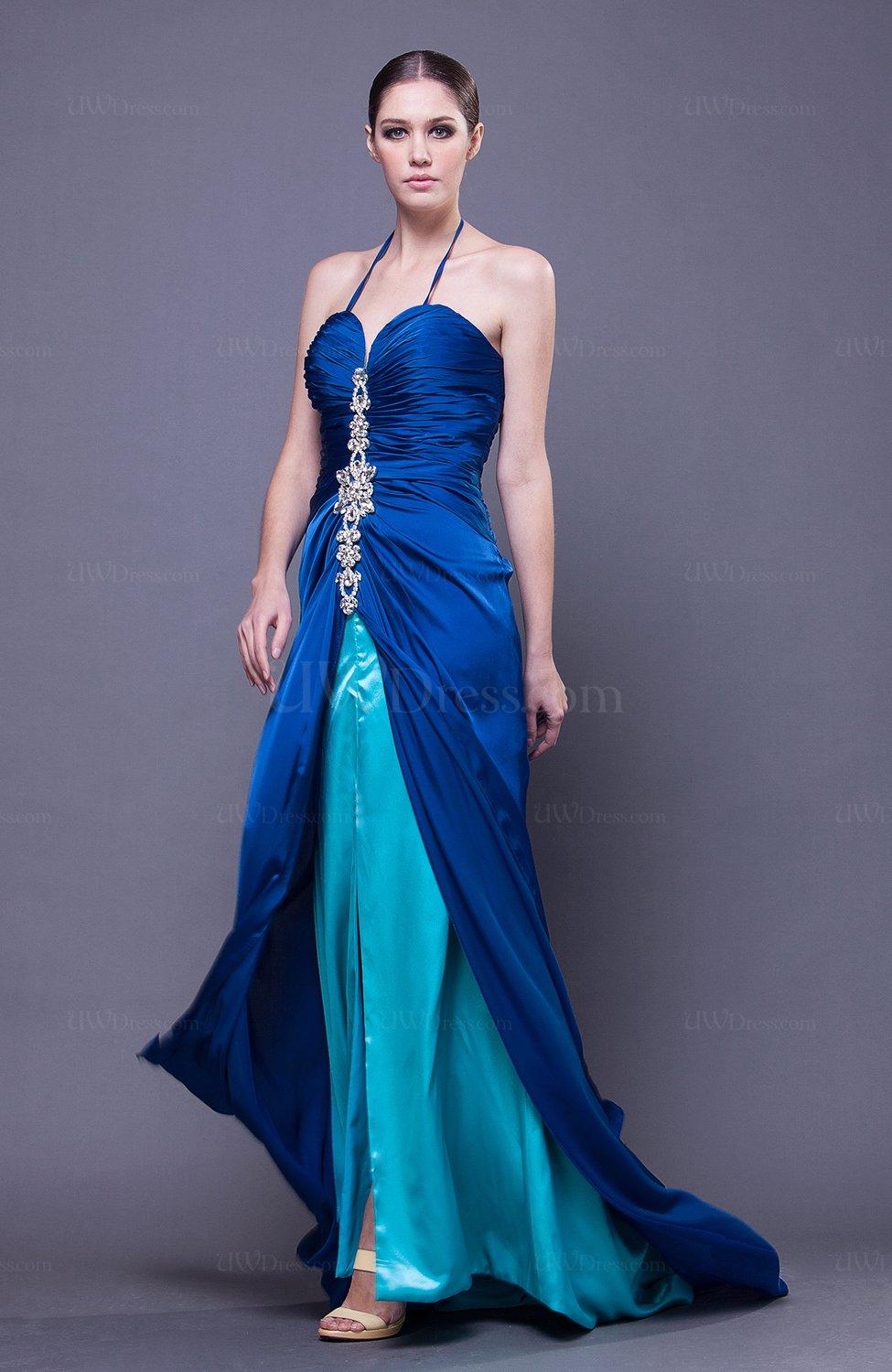 Elegant halter sleeveless backless court train wedding for Halter dresses for wedding guests