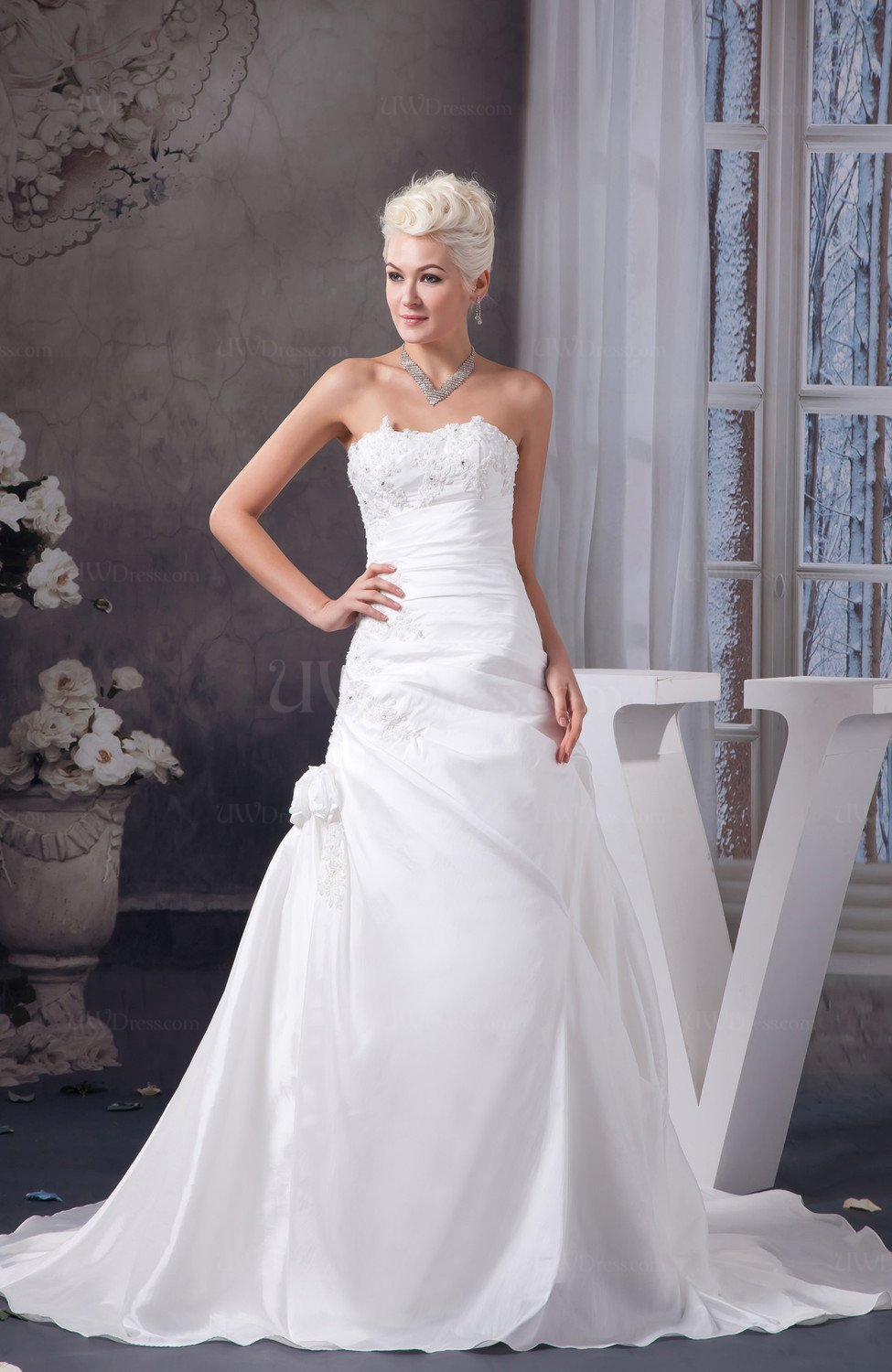 White Allure Bridal Gowns Inexpensive Backless Elegant ...